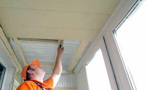 Чем отделать потолок на балконе: видео-инструкция по монтажу.