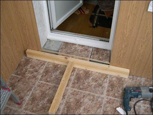 Как отделать входную дверь после установки изнутри и снаружи.