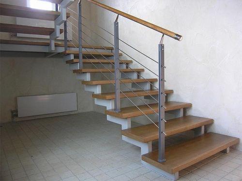 Металлическая лестница на второй этаж своими руками с поворотом на 90