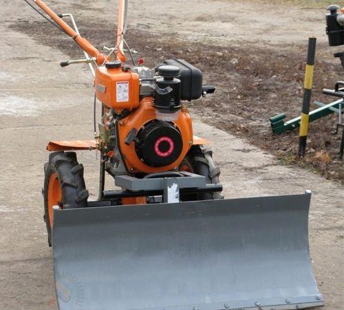 Универсальная машина для уборки снега