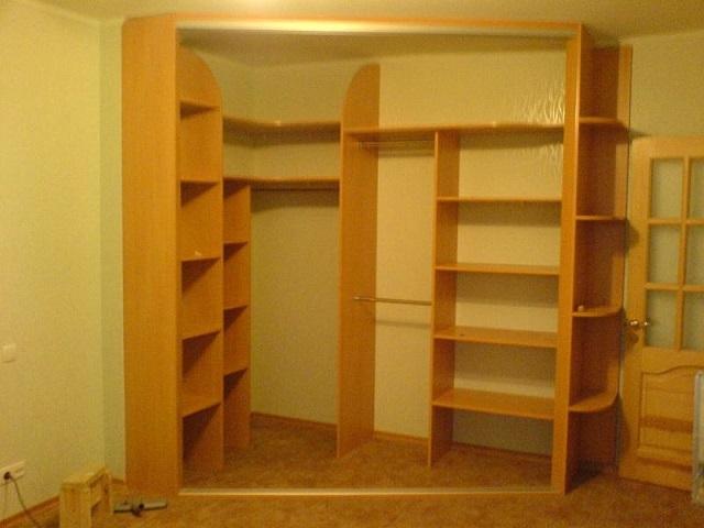 Как сделать встроенный угловой шкаф своими руками с фото