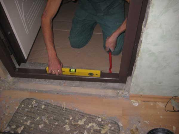 Установка входной двери своими руками - инструкция!