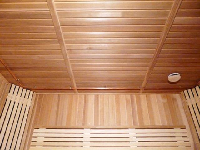 Вагонка в бане на потолке